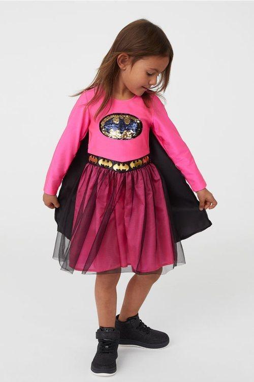 Disfraz Batman niña de la colección cápsula de Halloween de H&M 2018