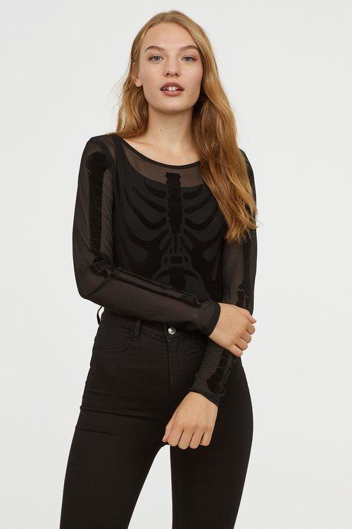 Body de color negro de la colección cápsula de Halloween de H&M 2018