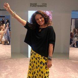 La diseñadora Diane Von Fürstenberg anunciando la próxima temporada 2019