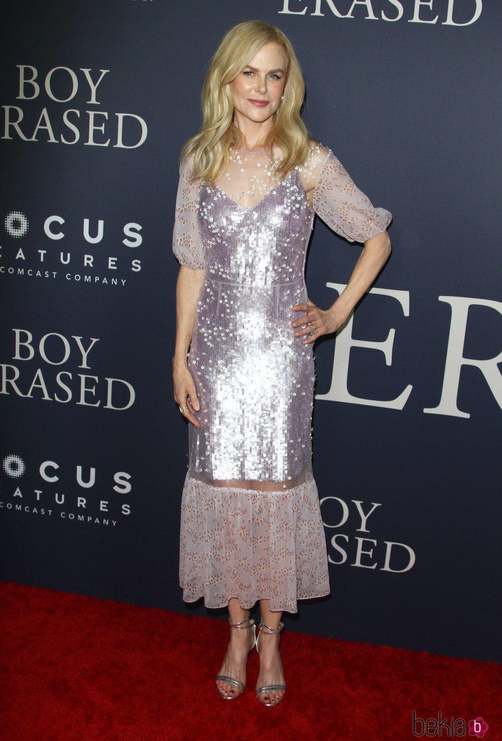 Nicole Kidman posa con un vestido largo de lentejuelas