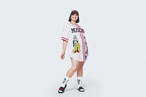 Camisa blanca con rayas rojas de Mickey  de la colección Moschino by H&M