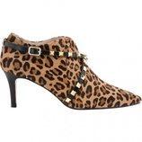 Botines de tacón de print leopardo de la firma Lodi