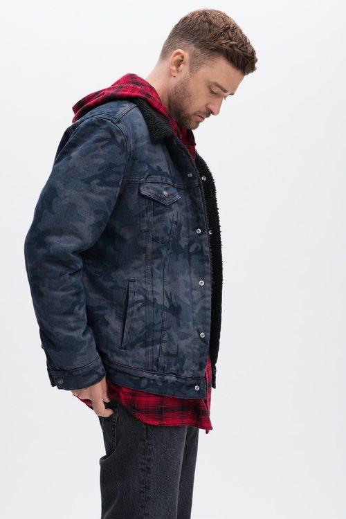 Justin Timberlake con una chaqueta vaquera oversize de su colección en colaboración con Levi's