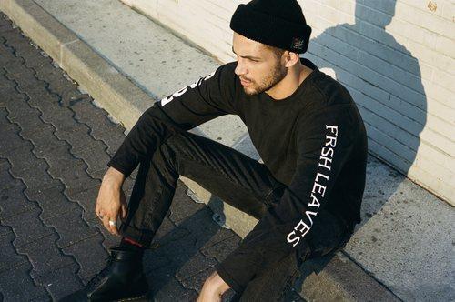 Sudadera negra y vaqueros negros de la colección Fresh Leaves de Levi's x Justin Timberlake