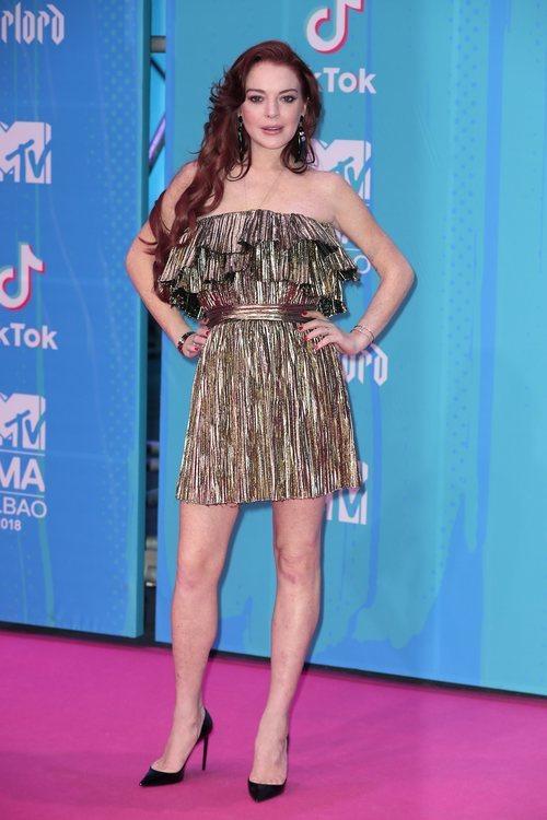 Lindsay Lohan con un vestido de Saint Laurent en la alfombra roja de los EMAs 2018