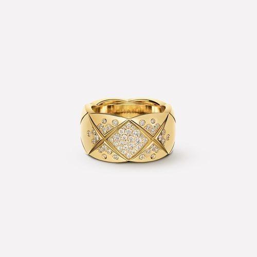 Anillo dorado con diamantes de la colección Coco Crush de Chanel con Keira Knightley 2018