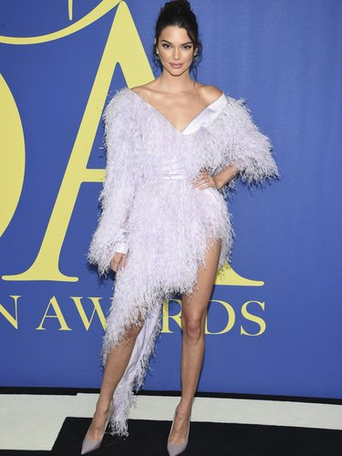 Kendall Jenner en la alfombra roja de los CFDA Fashion Awards 2018 con un vestido de Alexandre Vauthier