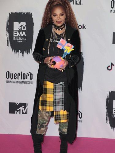 Janet Jackson posa con un look hortera