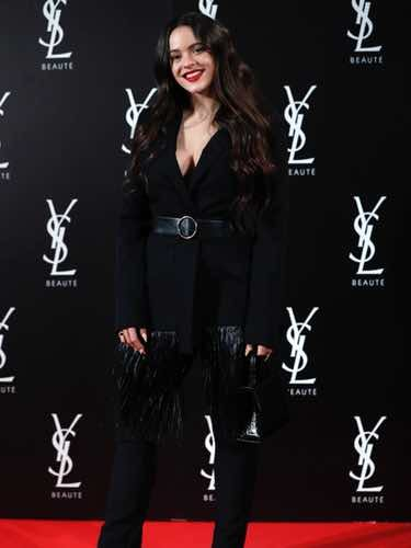 Rosalía con un look total black en la fiesta de 'Yves Saint Laurent: The Slim Rouge PurCouture'