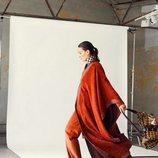 Laura Ponte con un bolso de la colección de Roberto Verino 2018