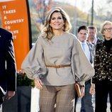 La Reina Máxima de Holanda pasea con un total look vichy