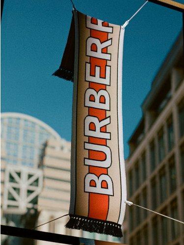 Bufanda de cashmere de la colección 'B Series' de Burberry