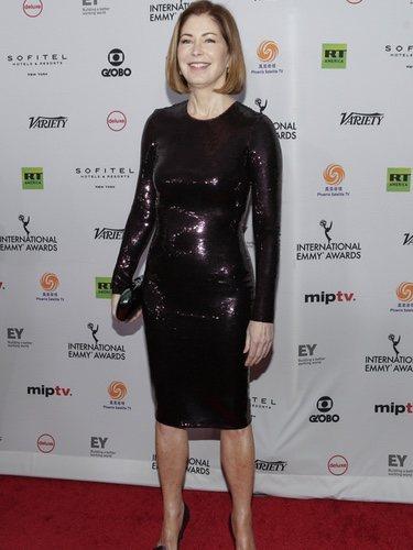 Dana Delanay luce un vestido excesivo en los Emmys internaciones 2018
