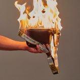 Riñonera de la colección cápsula 'Arde!' de Ana Locking