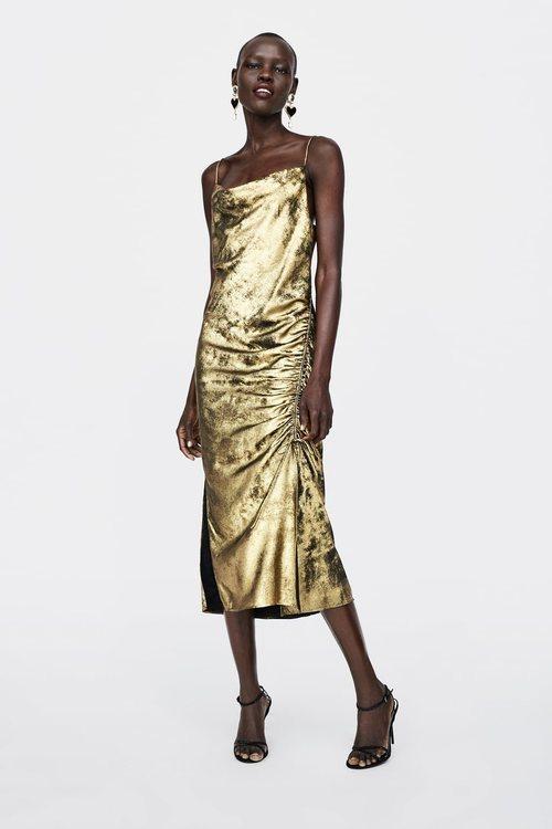 Vestido textura de terciopelo de la colección de Navidad de Zara 2018