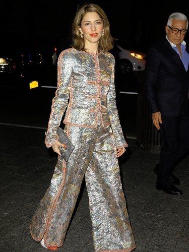Sofía Coppola apostó por un traje glitter para el desfile de Chanel