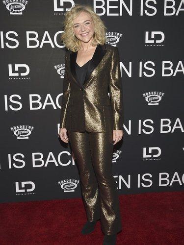 Rachel Bay lució un traje dorado en la premiere de 'Ben is back'