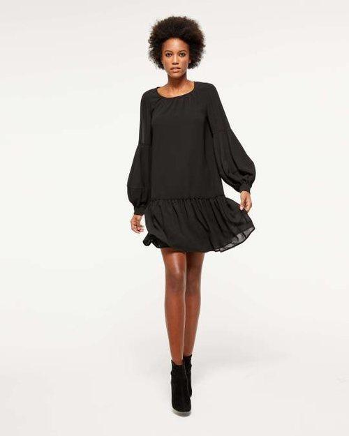 Vestido negro corto de la colección de Navidad de Sisley 2018