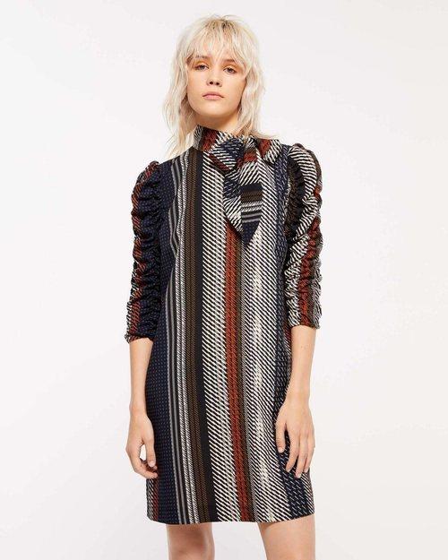 Vestido corto estampado de la colección de Navidad de Sisley 2018