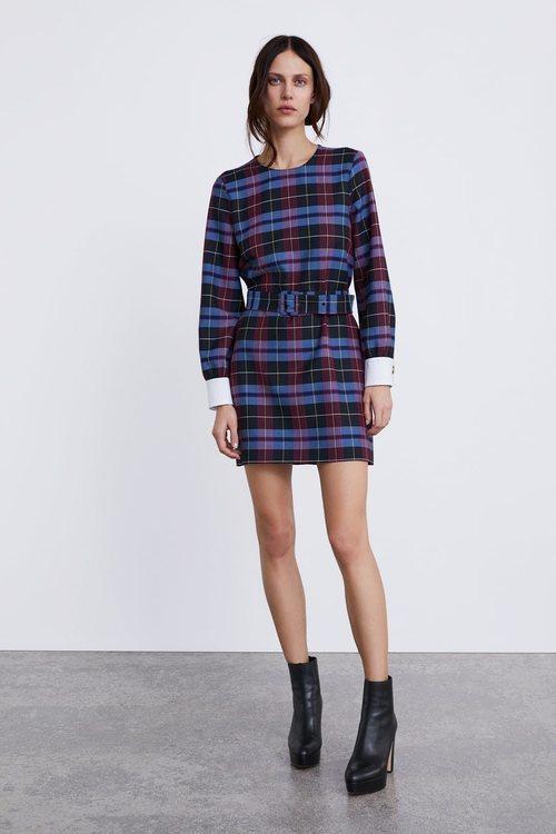 Vestido corto estampado de cuadros de Zara 2018