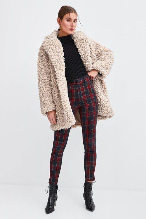 Pantalón de cuadros rojos de la nueva colección de Zara 2018