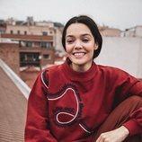 Ana Rujas con una sudadera roja  de Mary Poopins por El Ganso 2018