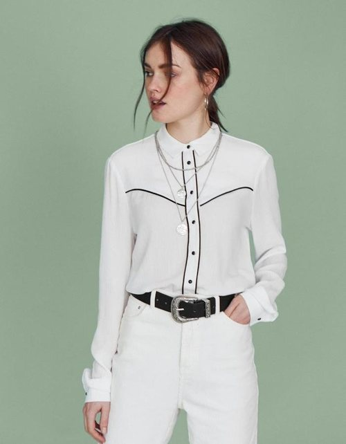 Camisa blanca de la colección 'Rodeo' de Stradivarius