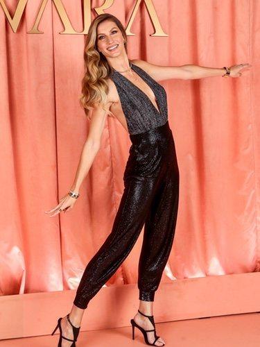 Gisele Bundchen luce un mono brillante en la nueva campaña de la marca de  joyería 'Vivara'