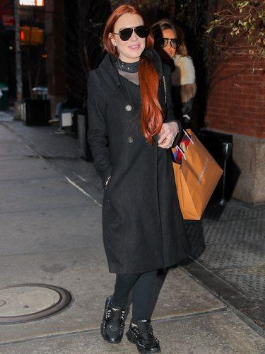 Lindsay Lohan con un look desaliñado de compras por Nueva York