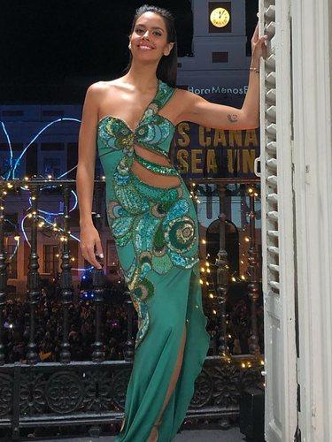 Cristina Pedroche con un vestido sirena de Andrés Acosta para dar las Campanadas 2018 de Canarias