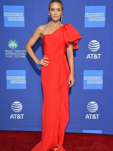 Emily Blunt con un vestido asimétrico rojo de Roland Mouret en el Festival de Cine de Plam Spring 2019