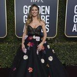 Heidi Klum con un vestido negro con flores de Monique Lhuillier en los Globos de Oro 2019