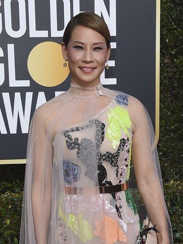 Lucy Liu con un vestido de Galia Lahav en la alfombra roja de los Globos de Oro 2019