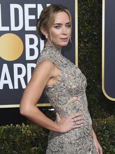 Emily Blunt con un vestido de Alexander McQueen en la alfombra roja de los Globos de Oro 2019