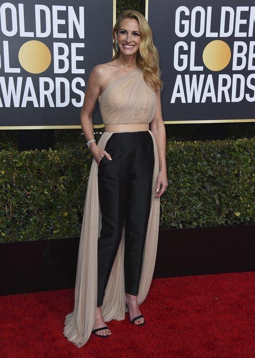 Julia Roberts vestida de Stella McCartney en los Globos de Oro 2019