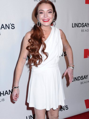 Lindsay Lohan con un look anticuado en el estreno de su serie en MTV