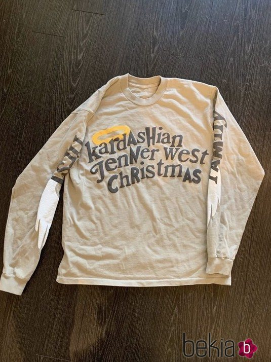 Camiseta que Kim Kardashian regaló a sus invitados en la fiesta de Navidad 2018