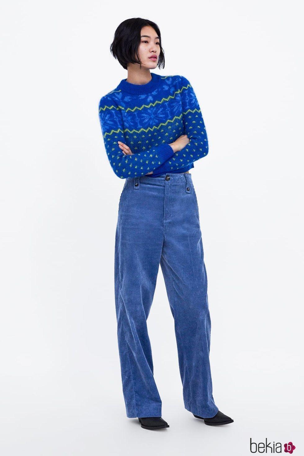 Jersey azul con estampado invernal de Zara 2019