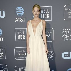 Poppy Delevingne con un vestido crudo en los Critics' Choice Awards 2019