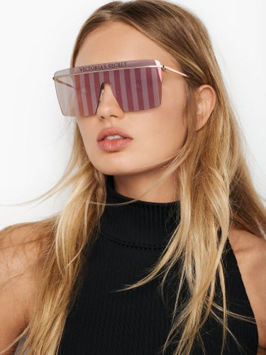 Modelo luciendo unas gafas de Victoria's Secret  y Marcolin efecto espejo 2019