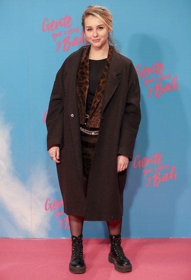 Paula Usero en la premiere de 'Gente que viene y Bah' con un total black con animal print