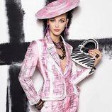 Traje de chaqueta rosa de la colección primavera 2019 de Moschino