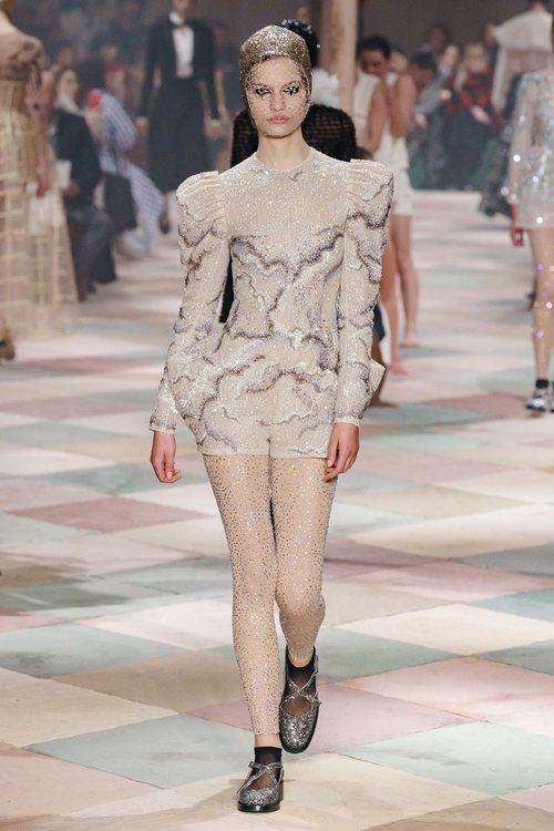 Jumpsuit brillante de la colección de Alta Costura de Christian Dior para primavera/verano 2019 presentada en París