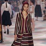 Dos piezas de rayas de la colección de Alta Costura de Christian Dior para primavera/verano 2019 presentada en París