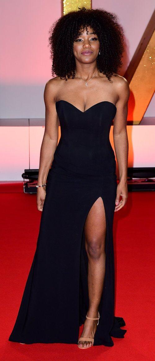 Rachel Adedeji con vestido negro en los National TV Awards 2019