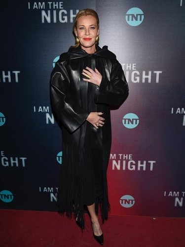 Connie Nielsen de negro en el preestreno de 'I am the night'