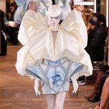 Dos piezas con falda con alerones en tres dimensiones de la colección Alta Costura Primavera 2019 de Balmain