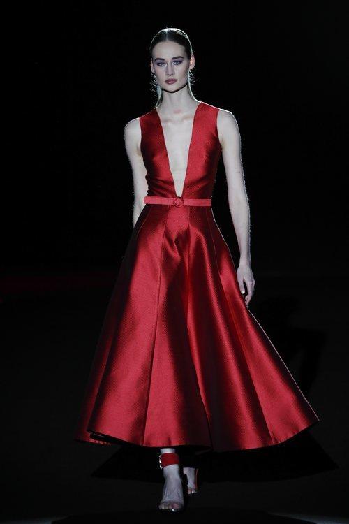 Vestido rojo de la colección otoño/invierno 2019/2020 de Hannibal Laguna