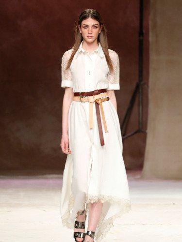 Vestido blanco de la colección primavera/verano 2019 de Roberto Verino