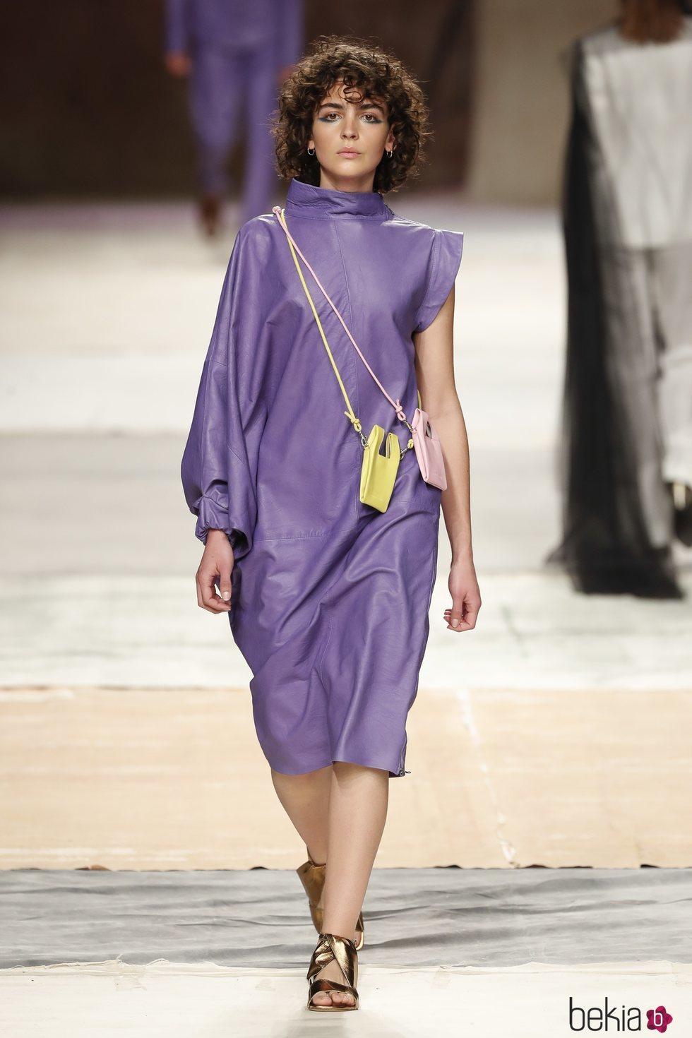 Vestido asimétrico de la colección primavera/verano 2019 de Roberto Verino